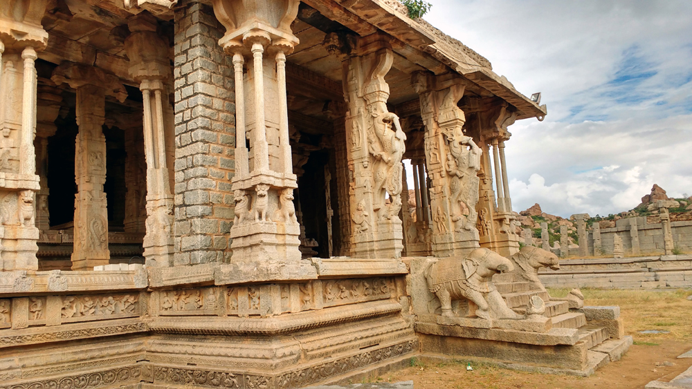 Photograph of ruins in Hampi
