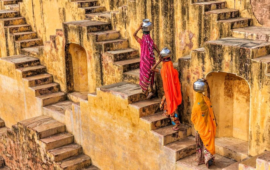 Women carrying pots on their heads in Jaipur