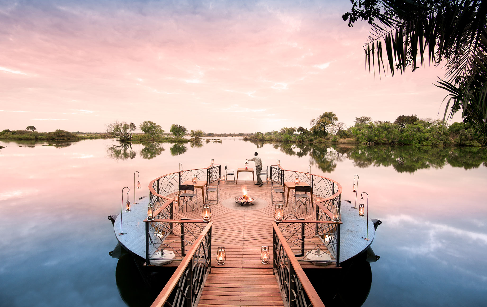 Floating deck of Thorntree River Lodge