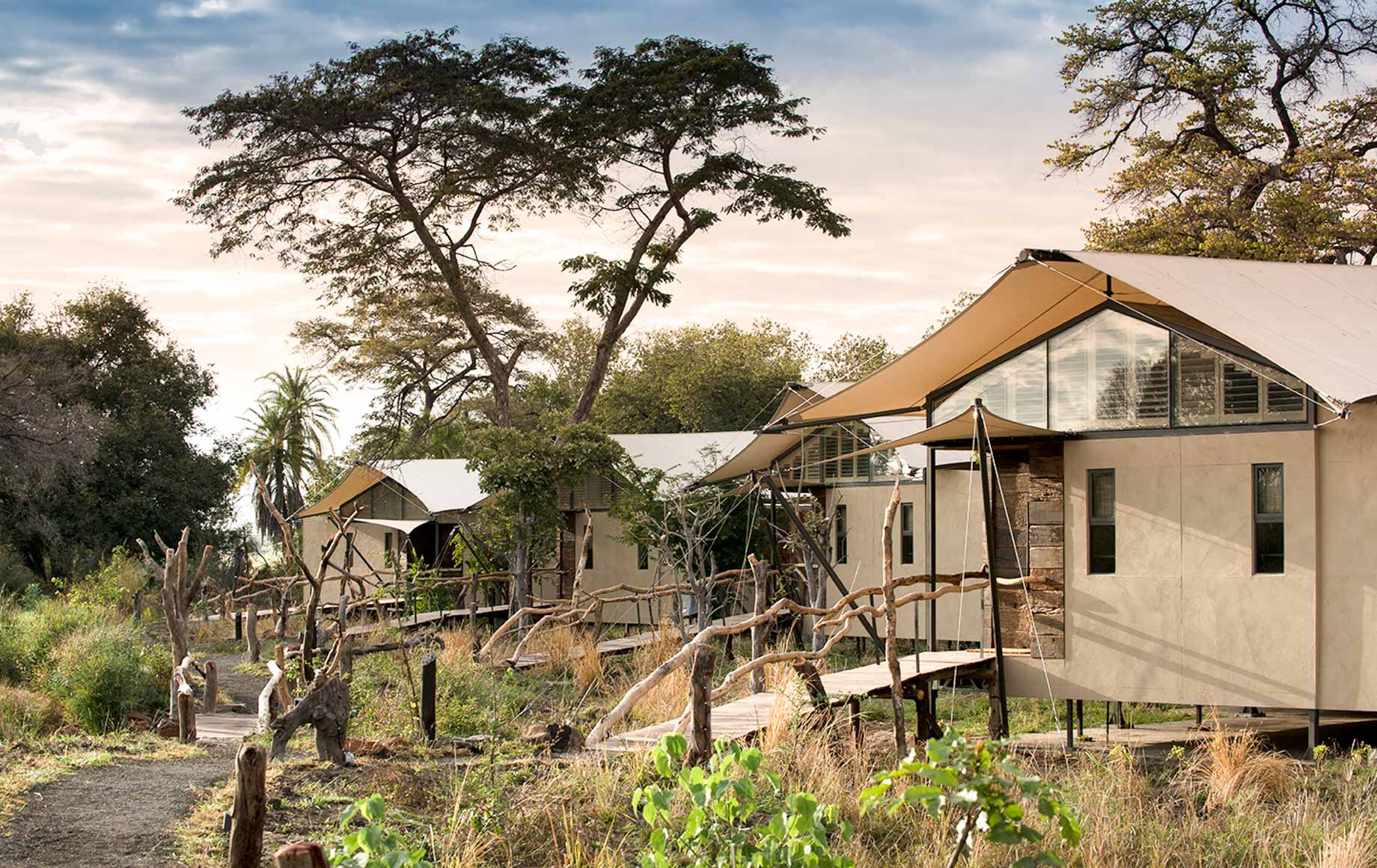 Exterior view of Thorntree River Lodge rooms