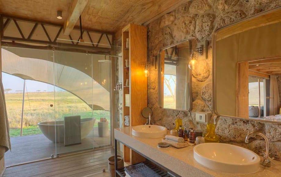 A bathroom at Namiri Plains