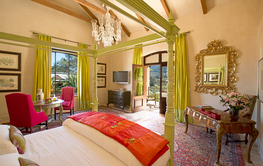 Guest bedroom with outdoor view at La Residence