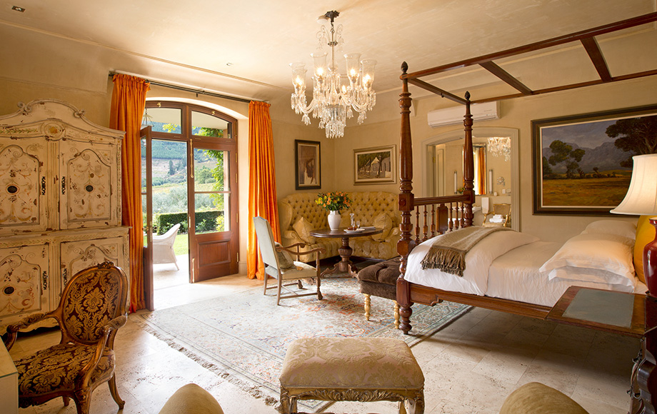 Guest bedroom at La Residence
